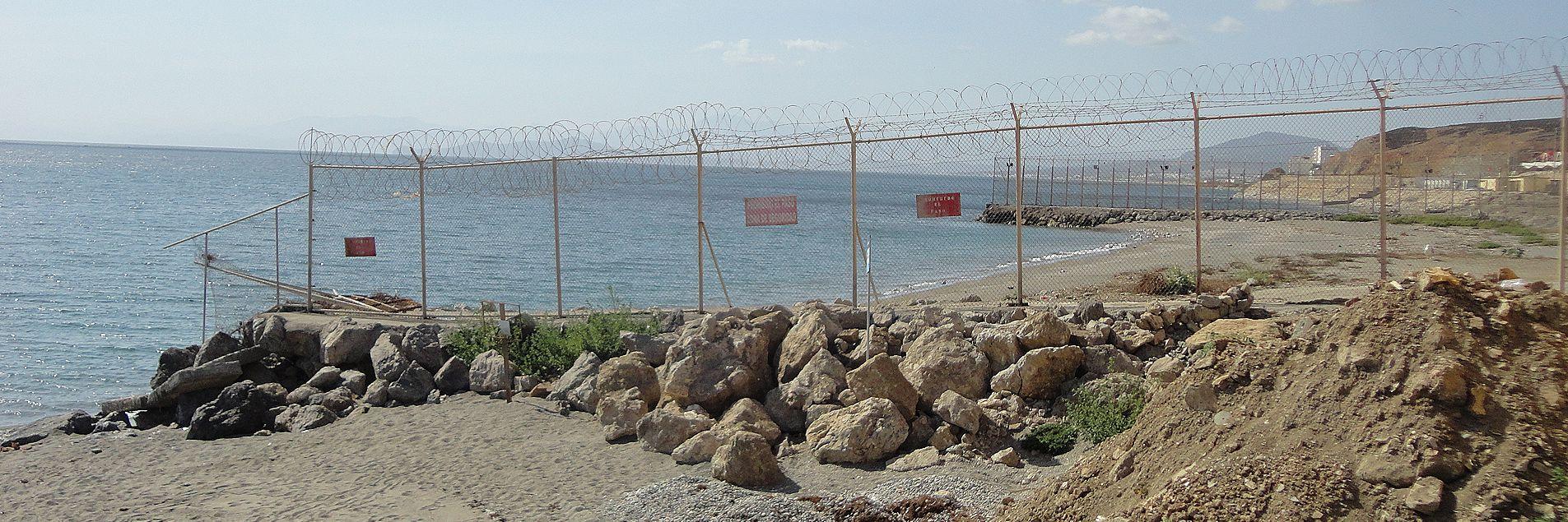 Un trozo de la valla ceutí fotografiado desde la parte española.